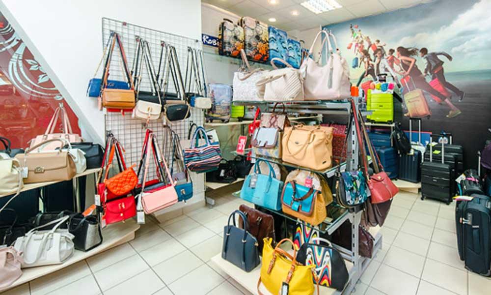 торговый зал женских кожаных сумок Robinzon bags в ТЦ Аврора Энгельс - торговая сеть магазинов ROBINZON-BAGS - престижная кожгалантерея по доступным ценам!