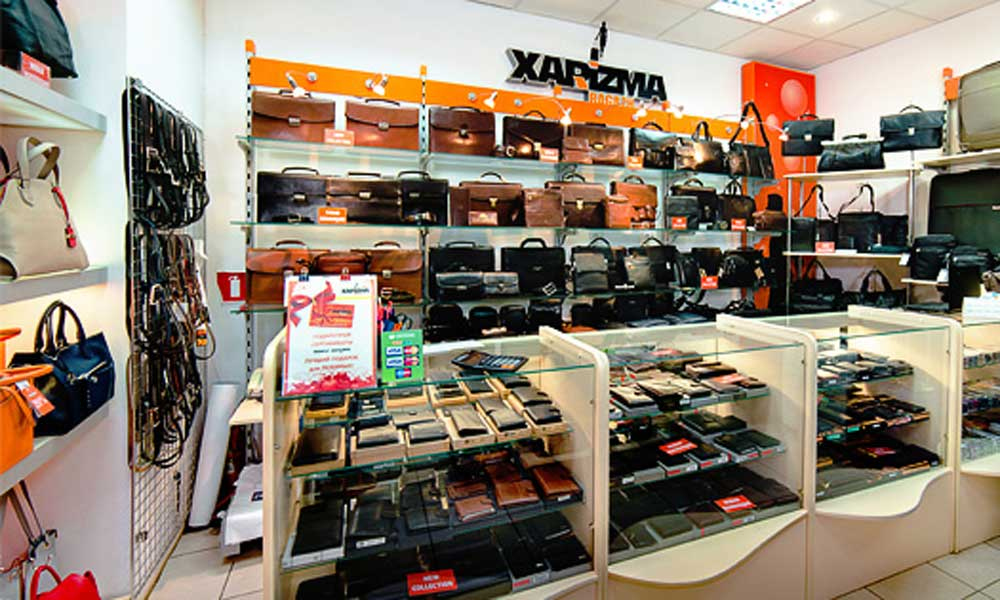 Отдел портфелей в магазине сумок Харизма-багаж в ТД Аврора Саратов - торговая сеть магазинов ROBINZON-BAGS - престижная кожгалантерея по доступным ценам!