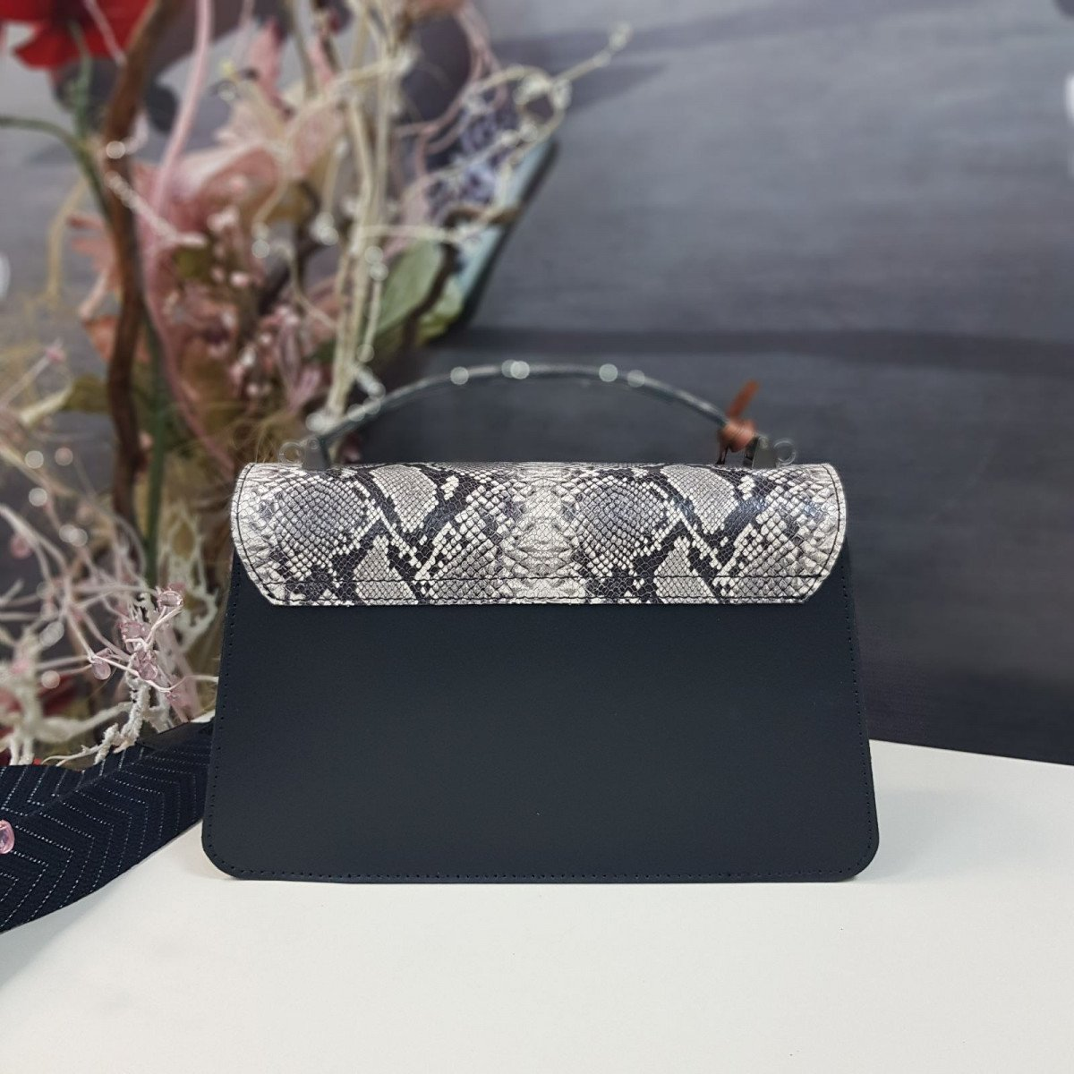 Женская кожаная сумка Arcadia 7538 ruga pit nero roccia из натуральной кожи