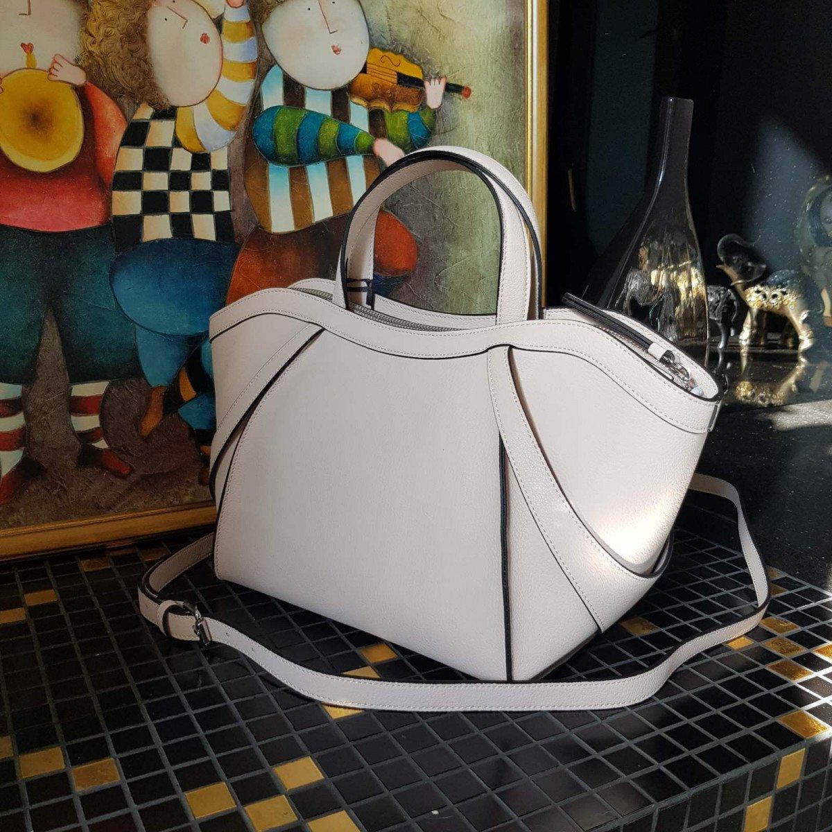 Кожаная женская сумка LA Martina 41W452 P0033 milk из натуральной кожи из натуральной кожи