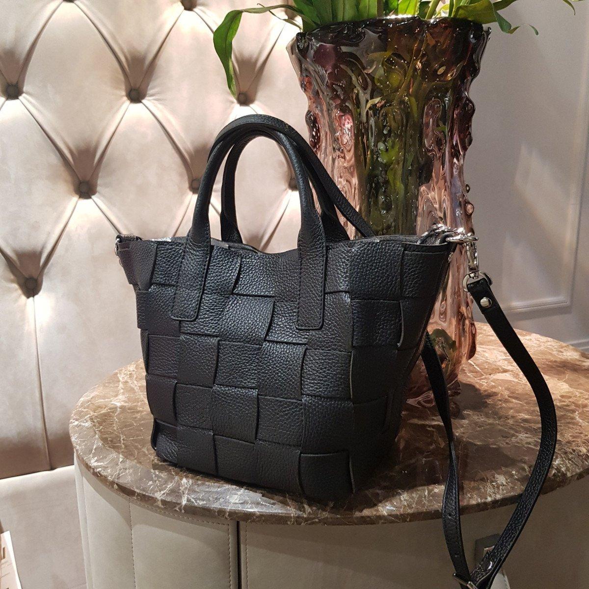 Женская кожаная сумка Ripani 2613OA Nero из натуральной кожи