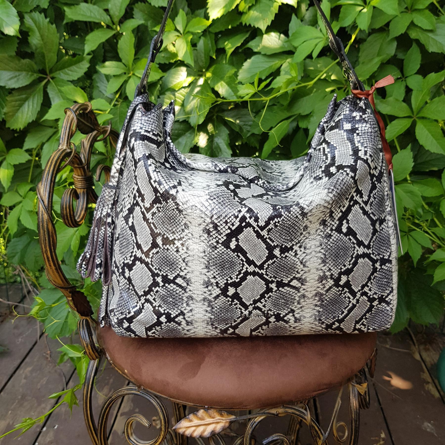 Брендовая женская кожаная сумка хобо (фото 3)