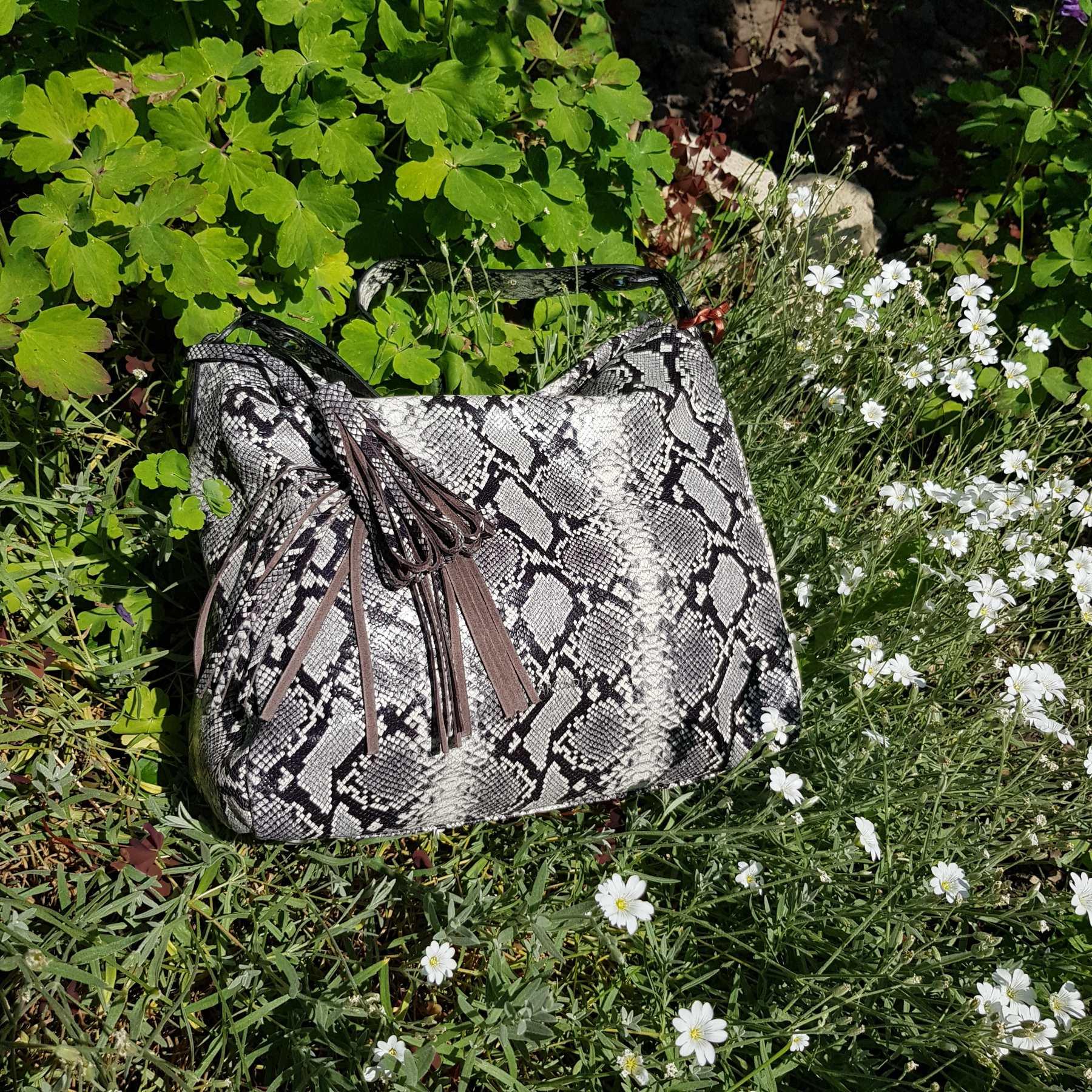 Брендовая женская кожаная сумка хобо (фото 4)
