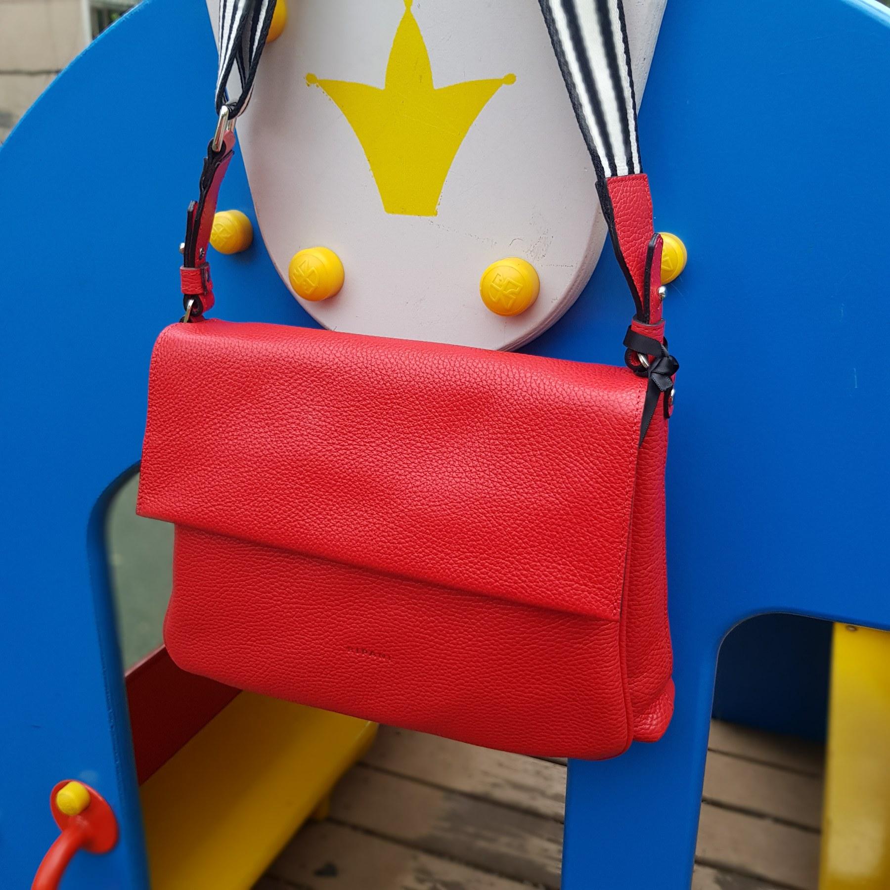 Брендовая женская кожаная сумка мессенджер (фото 2)